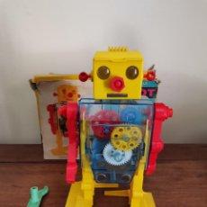 Juguetes antiguos: ROBOT MECANICO, LEMSSA CON CAJA RARO. Lote 263052780