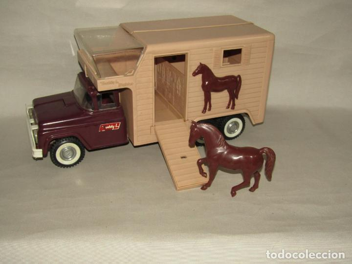 Juguetes antiguos: Antigua Camioneta Gran Tamaño Transporte de Caballos Establo de BUDDY L - Made in USA - Año 1960s. - Foto 2 - 263180315