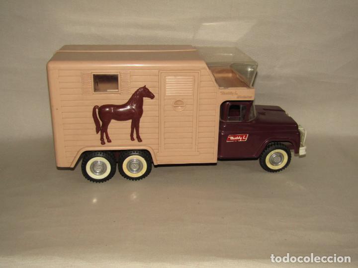 Juguetes antiguos: Antigua Camioneta Gran Tamaño Transporte de Caballos Establo de BUDDY L - Made in USA - Año 1960s. - Foto 8 - 263180315
