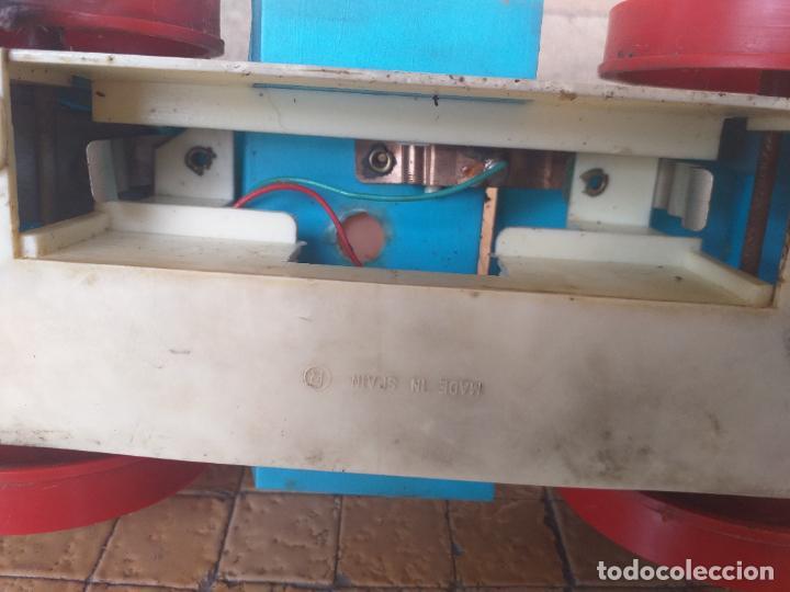 Juguetes antiguos: ANTIGUO COCHE DE JUGUETE CON MUÑECO PAYASO DE GOMA - MARCA: BOBBYS - FUNCIONA A PILA - Foto 10 - 263191490