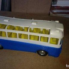 Juguetes antiguos: AUTO CAR BUS PEGASO-TUDOR ROSE BY NACORAL - FRICCION EN PLASTICO AÑOS 60. Lote 271684073