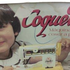 Juguetes antiguos: MAQUINA DE COSER PILAS JDAL. Lote 272366583