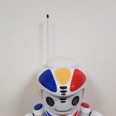 Juguetes antiguos: ROBOT EMILIO EN CAJA ORIGINAL DE GIOCHI PREZIOSI. Lote 287914348