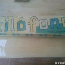 Juguetes antiguos: XILÓFONO DE MADERA Y METAL CON PATAS PLEGABLES JUGUETES MEDITERRANEO. Lote 288870118
