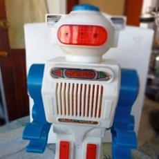 Juguetes antiguos: ROBOT ANDADOR Y HABLADOR KIKE. SERIE GALACTIC. CLIM. Lote 297048743