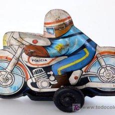 Juguetes antiguos de hojalata: MOTORISTA POLICIA FABRICADO POR ROMAN. Lote 27274289