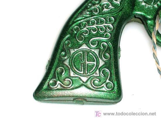 Juguetes antiguos de hojalata: Revolver del oeste fabricado en lata por la casa CH Climet Hnos, años 50. Pintura original excelent - Foto 3 - 23219715