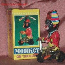 Juguetes antiguos de hojalata: MONO TRICICLO. Lote 26514695