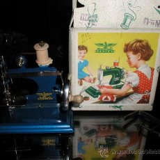 Juguetes antiguos de hojalata: MAQUINA DE COSER MARCA CASIGE. Lote 22465516