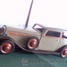 Juguetes antiguos de hojalata - Auto Sedan Payá Años 40 . A Cuerda y con Luz. Raro Coche Payá Color Gris. - 27121595