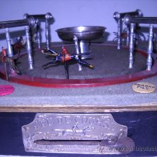 Juguetes antiguos de hojalata: JEU DE COURSE.JUEGO CARRERAS DE CABALLOS.JUGUETE FRANCÉS CA. 1900 EN FUNCIONAMIENTO.CAJA ORIGINAL. Lote 24025646