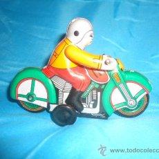 Juguetes antiguos de hojalata: MOTO HOJALATA, MOTOCICLETA, A CUERDA, RESORTE. Lote 27310255