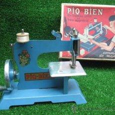 Juguetes antiguos de hojalata: PIQ-BIEN MAQUINA DE COSER, FRANCESA. Lote 25880934