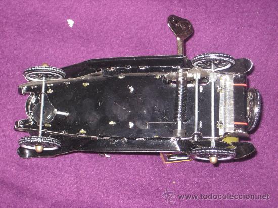 Juguetes antiguos de hojalata: COCHE ANTIGUO DE HOJALATA CON EL CHOFER. DE CUERDA PAYA, - Foto 7 - 26913207