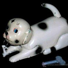 Altes Blechspielzeug - Perro perrito dálmata jugando con zapato, fabricado en lata por la casa JYE, Jyesa, original años 50 - 26334752