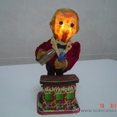 Juguetes antiguos de hojalata: MUÑECO BORRACHIN DE PLASTICO DURO Y HOJALATA FUNCIONA CON PILAS. Lote 27122237