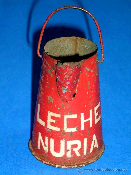 LECHERA PUBLICIDAD ALIMENTICIA LECHE NURIA, FABRICADA EN LATA, PROBABLEMENTE AÑOS 1940. (Juguetes - Juguetes Antiguos de Hojalata Españoles)