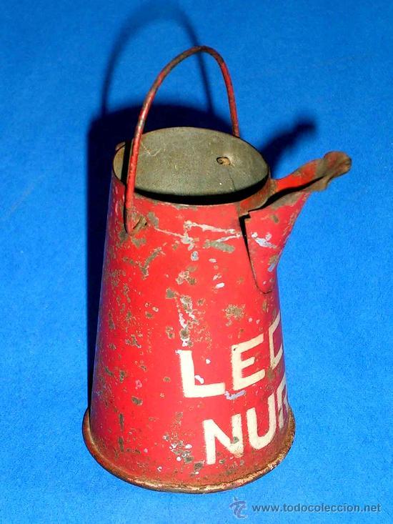 Juguetes antiguos de hojalata: Lechera publicidad alimenticia Leche Nuria, fabricada en lata, probablemente años 1940. - Foto 2 - 27502586