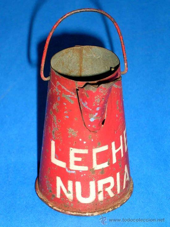 Juguetes antiguos de hojalata: Lechera publicidad alimenticia Leche Nuria, fabricada en lata, probablemente años 1940. - Foto 3 - 27502586