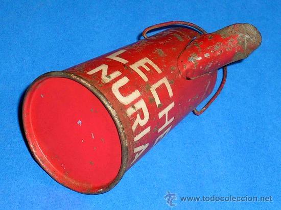 Juguetes antiguos de hojalata: Lechera publicidad alimenticia Leche Nuria, fabricada en lata, probablemente años 1940. - Foto 6 - 27502586
