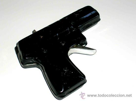 Juguetes antiguos de hojalata: Pistola fabricada en lata, desconozco fabricante, posiblemente Jyesa, original años 50. Funciona. - Foto 3 - 28011159