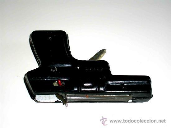 Juguetes antiguos de hojalata: Pistola fabricada en lata, desconozco fabricante, posiblemente Jyesa, original años 50. Funciona. - Foto 4 - 28011159