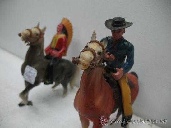 Juguetes antiguos de hojalata: INDIOS Y VAQUEROS, UN VAQUERO Y SU CABALLO CON UN INDIO Y SU CABALLO - Foto 9 - 29679491