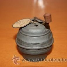 Juguetes antiguos de hojalata: CAJITA MUSICAL EN HOJALATA SUPER ANTIGUA. Lote 29721527