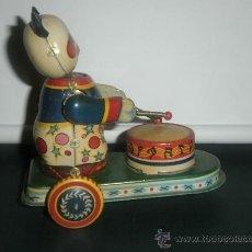 Juguetes antiguos de hojalata: PERSONAJE TOCANDO TAMBOR (ORIGINAL). Lote 29727583