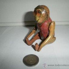 Juguetes antiguos de hojalata: MONO DE HOJALATA. Lote 30149473