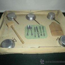Juguetes antiguos de hojalata: BLISTER DE BATERIA DE COCINA. Lote 30260854