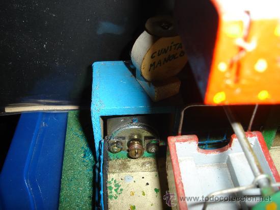 Juguetes antiguos de hojalata: NORIA ELECTRICA. AÑOS 50. CON TAQUILLA. 31 X 25CM. - Foto 6 - 30401355