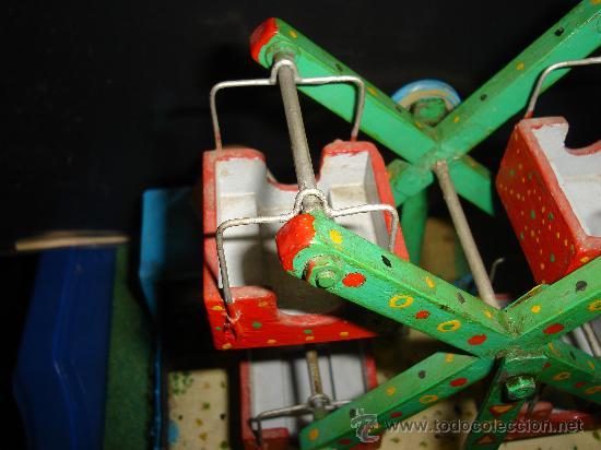 Juguetes antiguos de hojalata: NORIA ELECTRICA. AÑOS 50. CON TAQUILLA. 31 X 25CM. - Foto 5 - 30401355