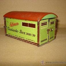 Juguetes antiguos de hojalata: ANTIGUA CAJA GARAJE EN CHAPA LITOGRAFIADA VARIANTO-BOX 3010/30 DE SCHUCO . AÑO 1950S.. Lote 31192300