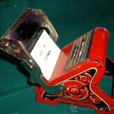 Juguetes antiguos de hojalata: ANTIGUO JUGUETE IMPRENTA TIPO MINERVA D.R.P. GERMANY DE CHAPA. Lote 32155970