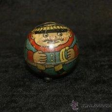 Juguetes antiguos de hojalata - Muy antigua hucha de juguete de hojalata serigrafiada, representando un militar. - 32462406
