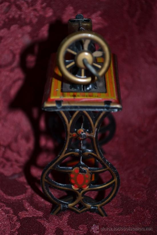 Juguetes antiguos de hojalata: PRECIOSA MAQUINA DE COSER ANTIGUA DE HOJALATA EN MINIATURA DE CASA DE MUÑECAS - Foto 6 - 36296738