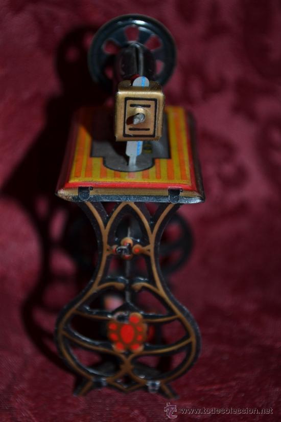 Juguetes antiguos de hojalata: PRECIOSA MAQUINA DE COSER ANTIGUA DE HOJALATA EN MINIATURA DE CASA DE MUÑECAS - Foto 7 - 36296738