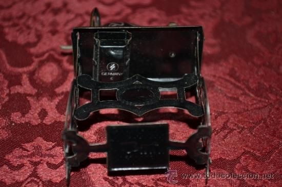 Juguetes antiguos de hojalata: PRECIOSA MAQUINA DE COSER ANTIGUA DE HOJALATA EN MINIATURA DE CASA DE MUÑECAS - Foto 9 - 36296738