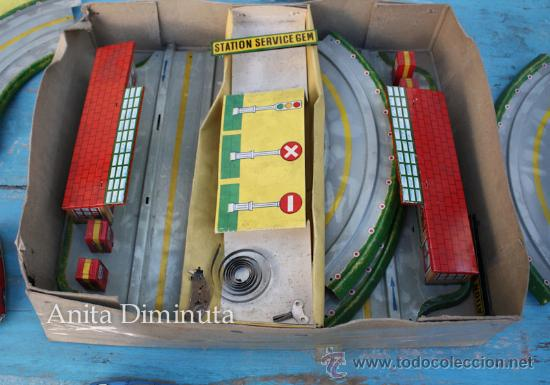 Juguetes antiguos de hojalata: ANTIGUO CIRCUITO EN HOJALATA - CIRCUIT AUTOMATIC LUXE - JOUETS GEM FRANCE - AÑO 1955 - CON 3 COCHES - Foto 3 - 36806811