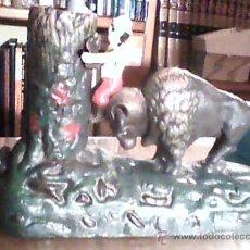 Juguetes antiguos de hojalata: HUCHA DE HIERRO. Lote 36813078