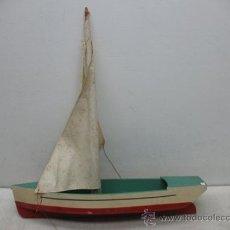 Juguetes antiguos de hojalata: DENIA - ANTIGUO BARCO O VELERO DE MADERA. Lote 37307921