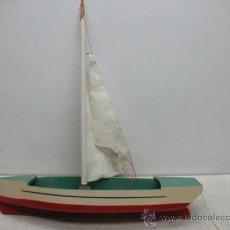 Juguetes antiguos de hojalata: DENIA - ANTIGUO BARCO O VELERO DE MADERA. Lote 37307953