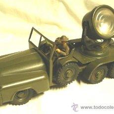 Juguetes antiguos de hojalata - Jeep Militar 3 ejes con foco anti aéreo, de Hausser - Alemania, gran pieza. Med. 27 x 9,50 x 14 cm - 37379356