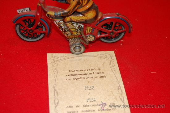Juguetes antiguos de hojalata: Reproducción original de paya, motocicleta. - Foto 2 - 37697116