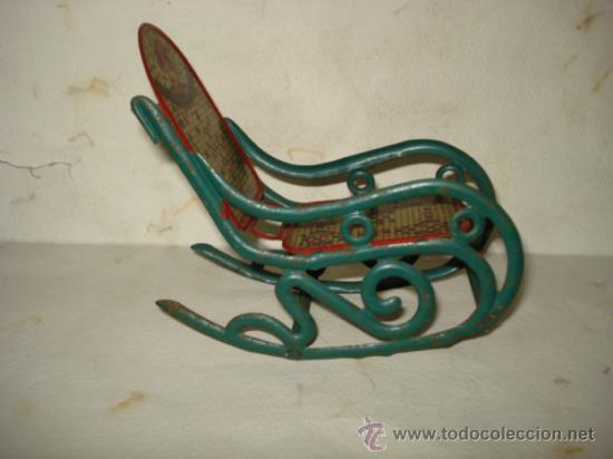 Juguetes antiguos de hojalata: Antigua Mecedora en Hojalata Litografiada de Buen Tamaño de PICÓ Ibi Año 1930s. - Foto 3 - 37780303