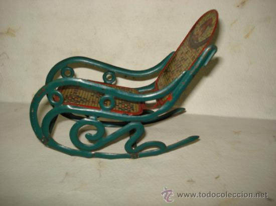 Juguetes antiguos de hojalata: Antigua Mecedora en Hojalata Litografiada de Buen Tamaño de PICÓ Ibi Año 1930s. - Foto 2 - 37780303