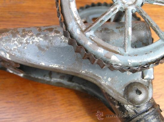 Juguetes antiguos de hojalata: CAÑÓN DE JUGUETE . Alrededor de 1900. Pieza de coleccionista. - Foto 16 - 37976009
