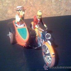 Juguetes antiguos de hojalata: MOTO CON SIDECAR DE HOJA-LATA PAYÁ 1905 (REPLICA) DE CUERDA. Lote 38741286