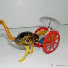 Altes Blechspielzeug - Antiguo Carrito con Hombre tirado por Avestruz de JYE JYESA . Esta fabricado en plastico duro, yt ch - 38283074